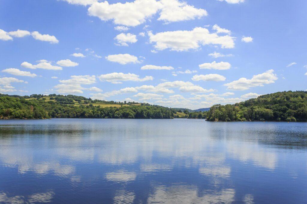 Lac du Crescent à faire dans le parc naturel du Morvan