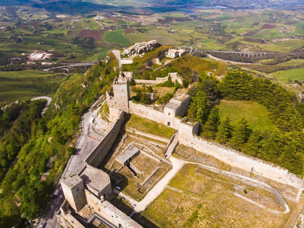 Le château de Enna en Sicile