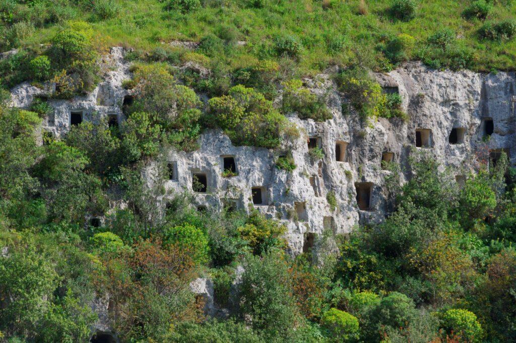 Nécropole de Pantalica paysages de Sicile
