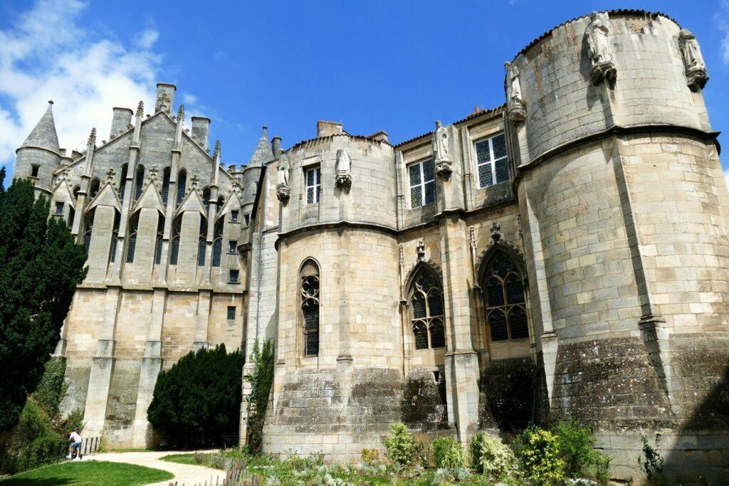 palais des ducs d'Aquitaine à faire à Poitiers