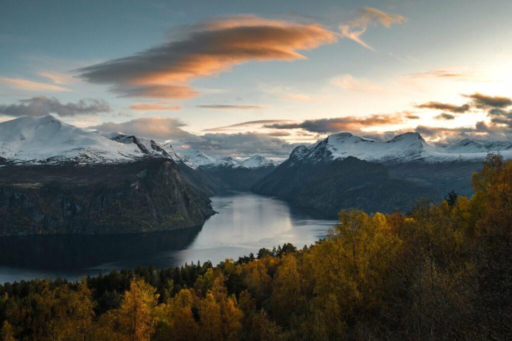 Storfjorden dans le Sunnmore