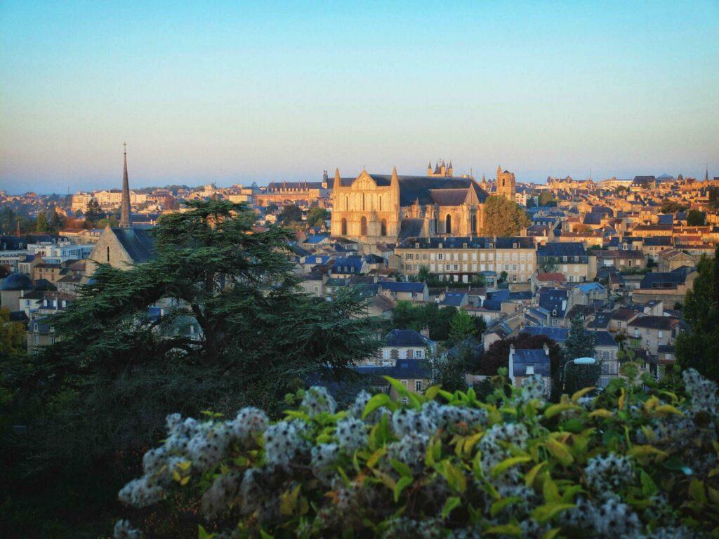 Vue sur Poitiers depuis le panorama des Dunes