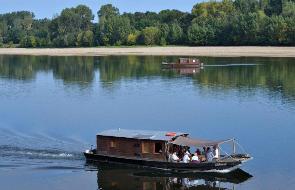 Naviguer sur une toue à faire à Tours