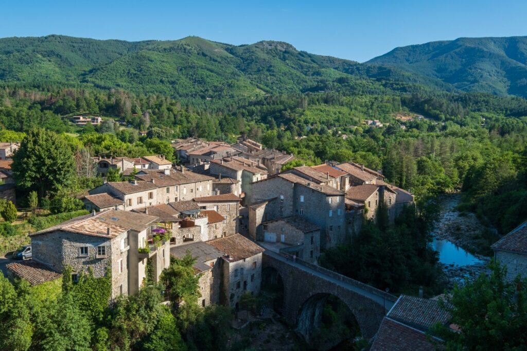 village dans le parc des monts d'Ardèche