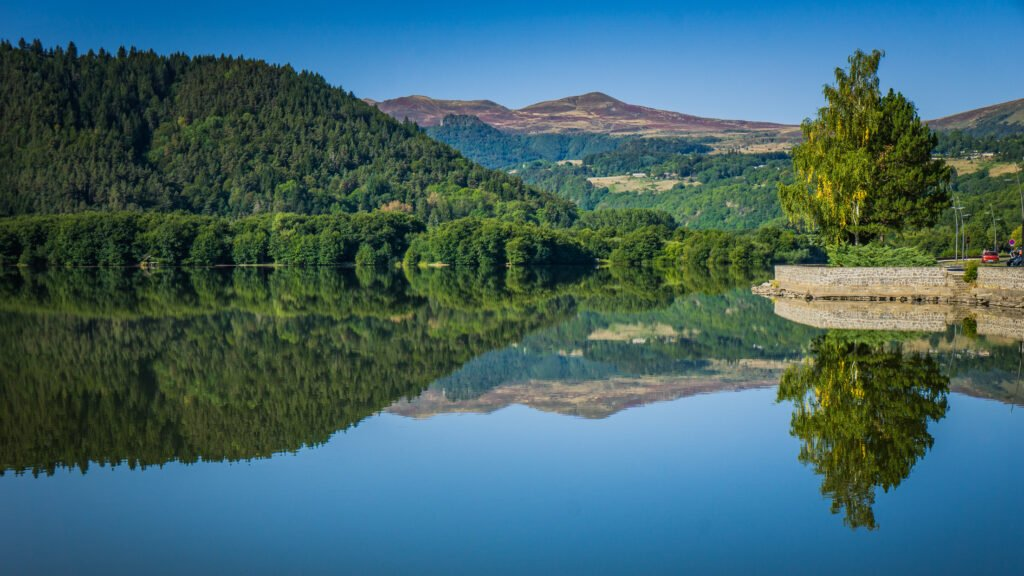 lac Chambon à faire dans le parc national des Volcans d'Auvergne