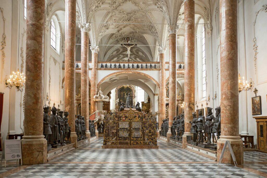 Les statues de l'église impériale