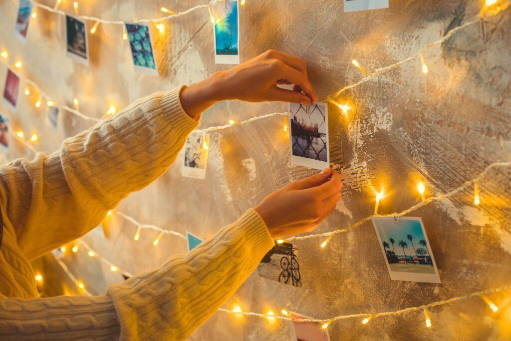 photos et guirlande lumineuse