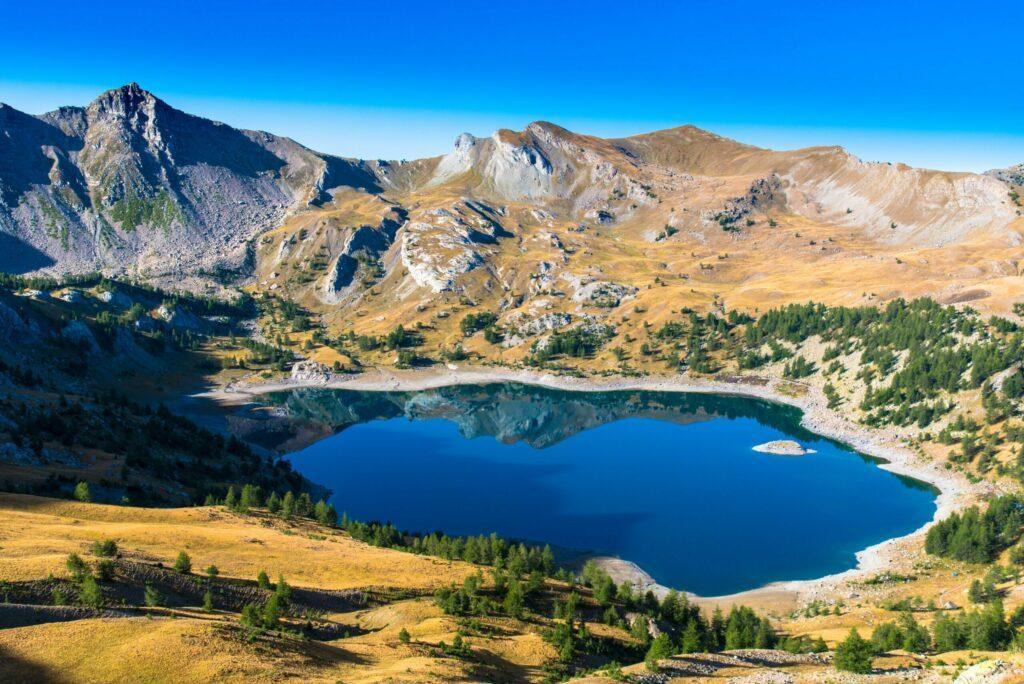 Le lac d'Allos parmi les lacs de France