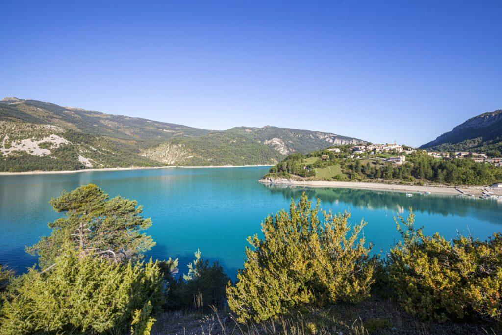 Le lac de Castillon en France