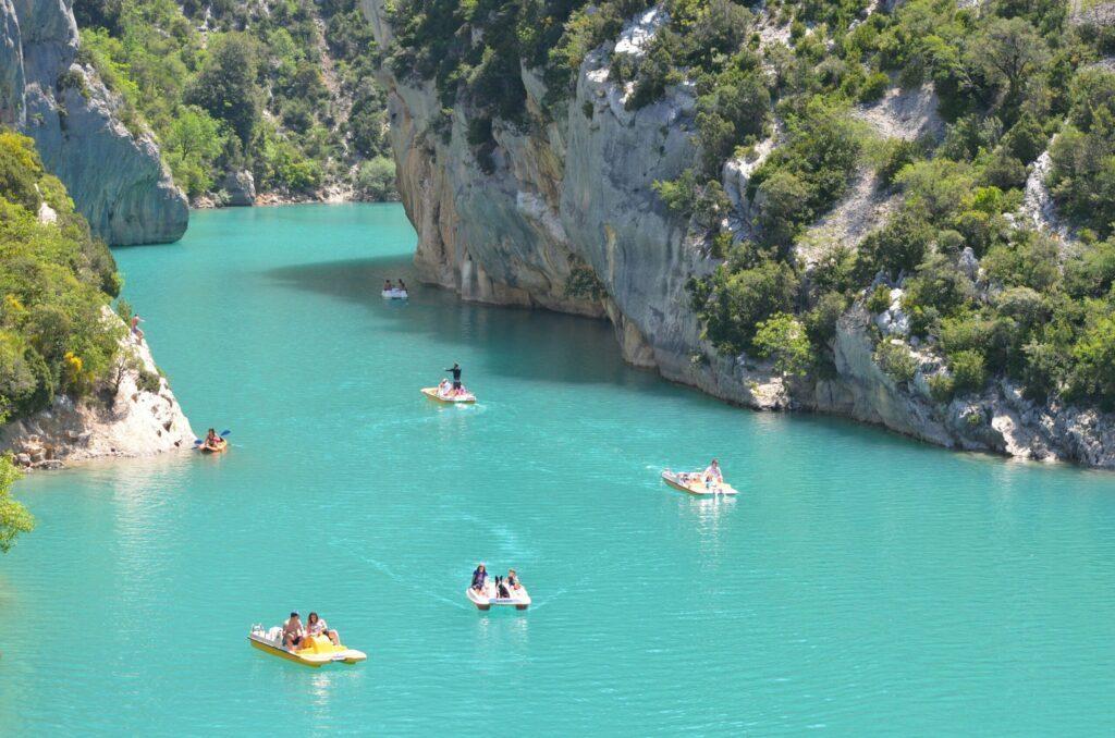 Le lac de Sainte Croix dans les lacs de France