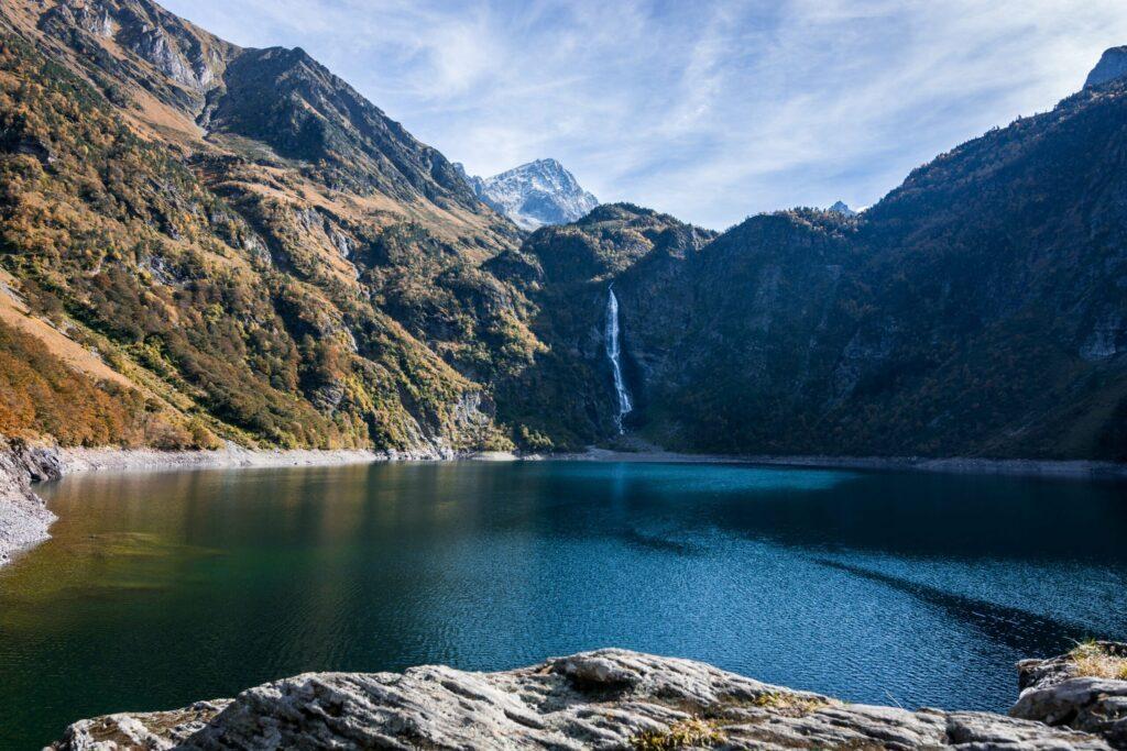 Le lac d'Oô et sa cascade
