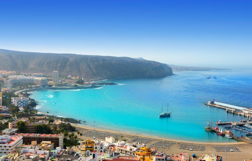 Prendre le bateau pour se déplacer d'îles en îles aux Canaries