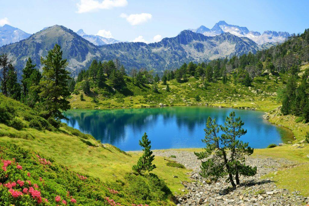 Le lac de Bastan dans les Pyrénées