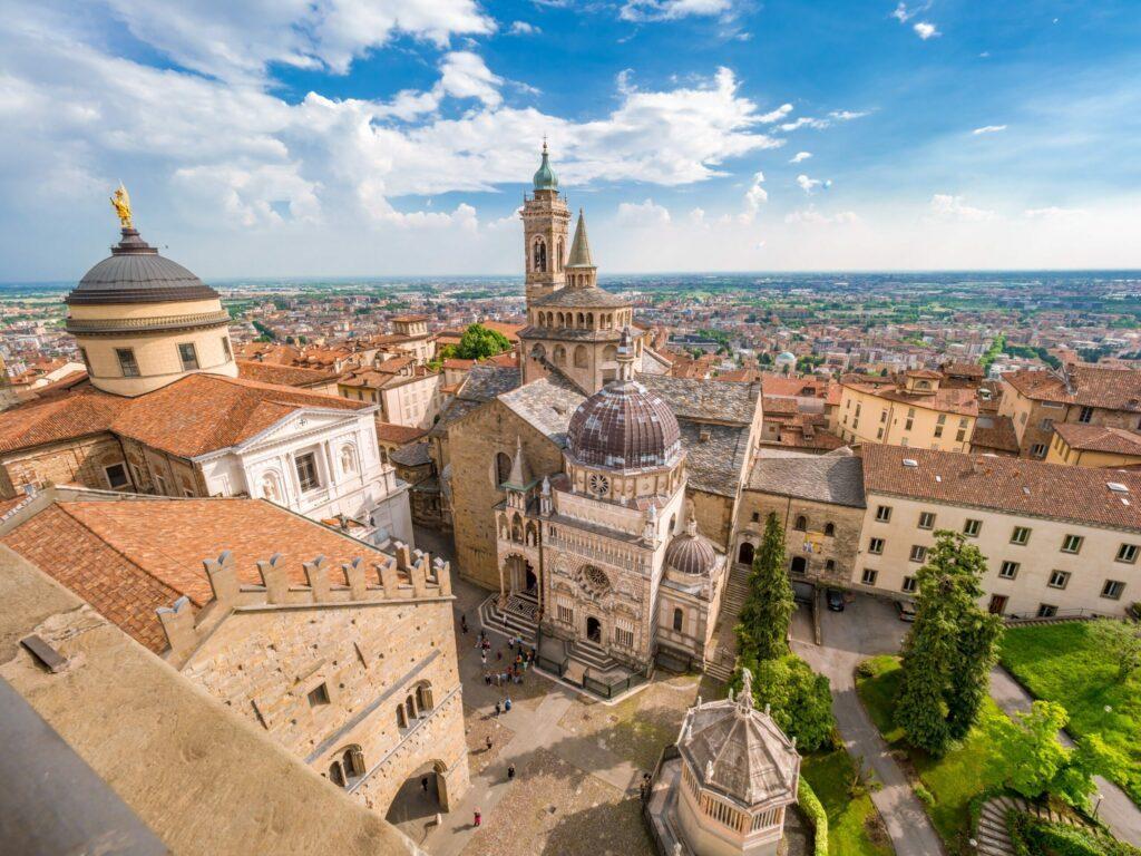 Vue aérienne de la piazza Duomo à Bergame