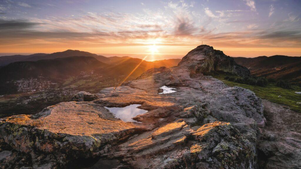 Coucher de soleil au sommet du Monte Gozzi