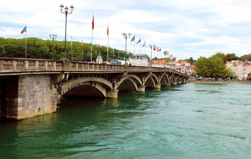 Le pont Saint-Esprit