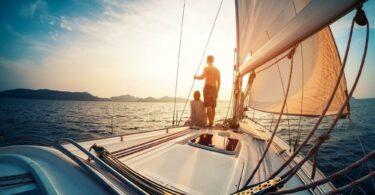 Couple sur un voilier