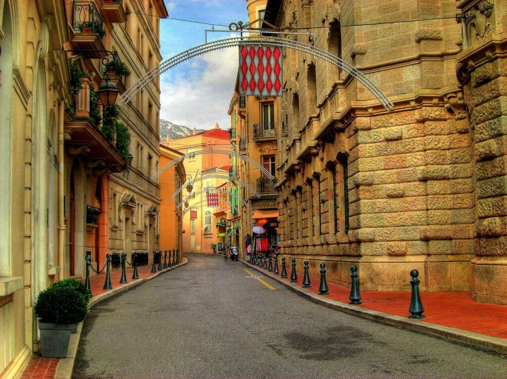 Une jolie ruelle de Monte-Carlo